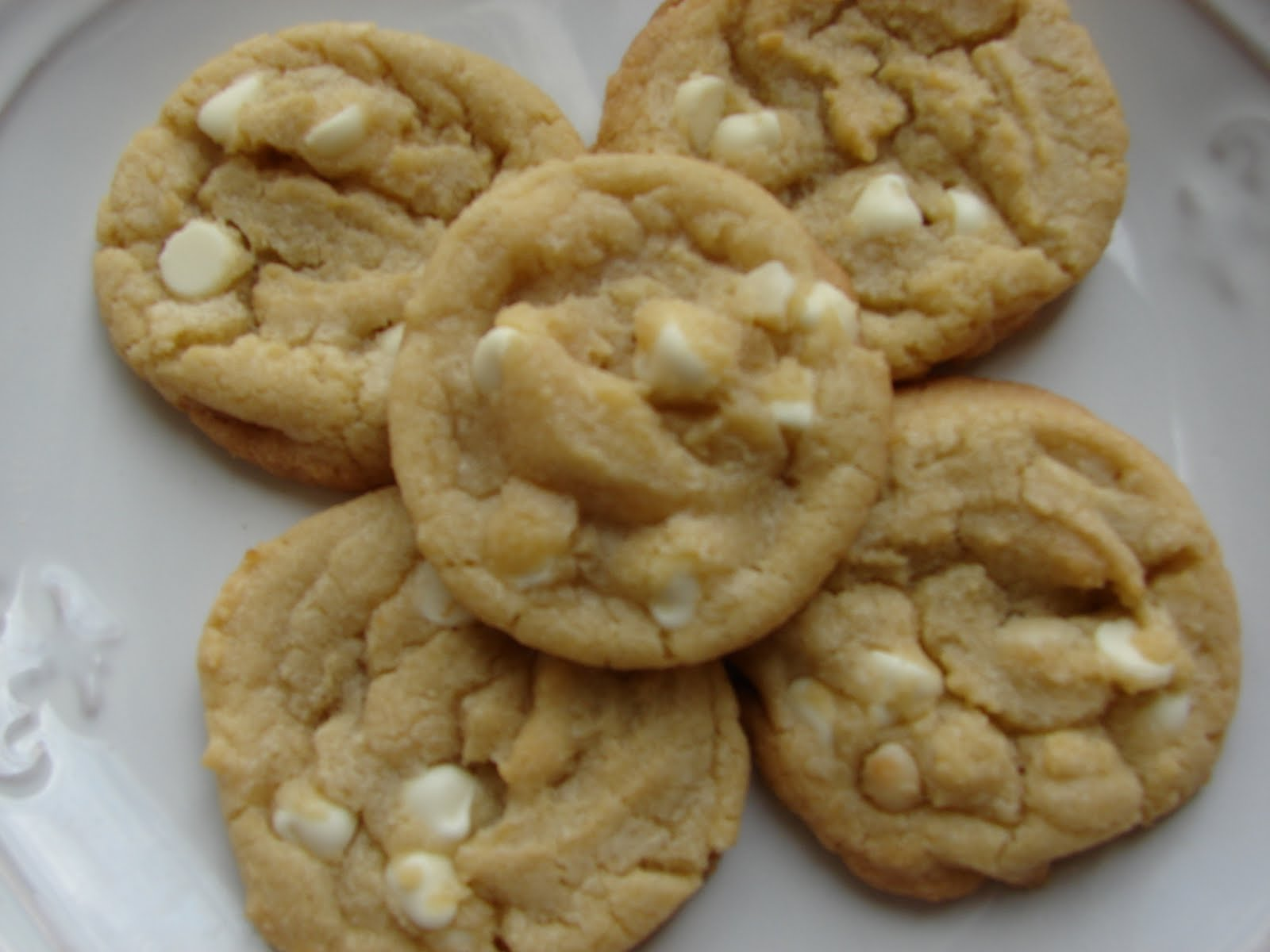 The Royal Cook: White Chocolate Macadamia Nut Cookies