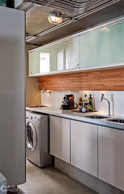 """decoracao de apartamentos pequenos cozinha : decoracao de apartamentos pequenos cozinha: poucos pontos de cor, trouxe um """"ar """"bem masculino para a decoração"""