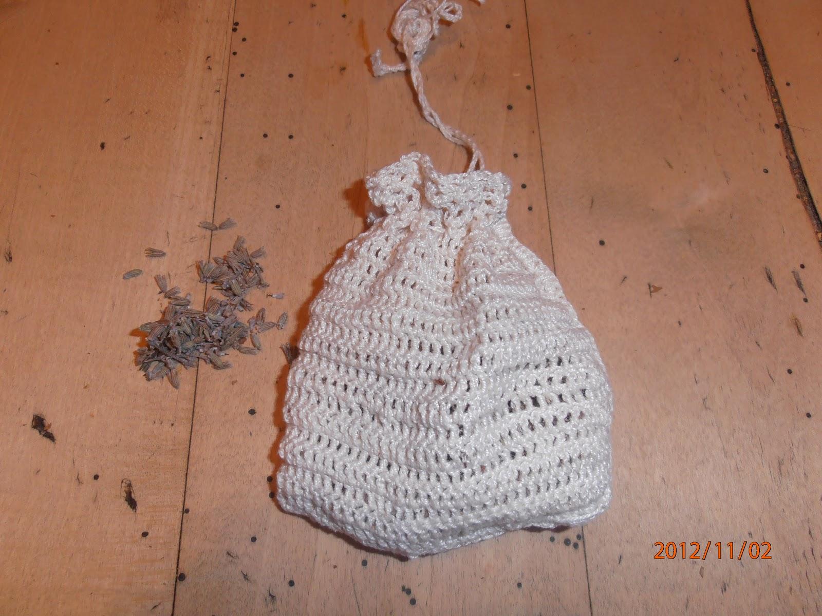 Les trucs et astuces de kiki petit sachet au crochet senteur lavande pour armoire - Odeur chaussure sachet de the ...
