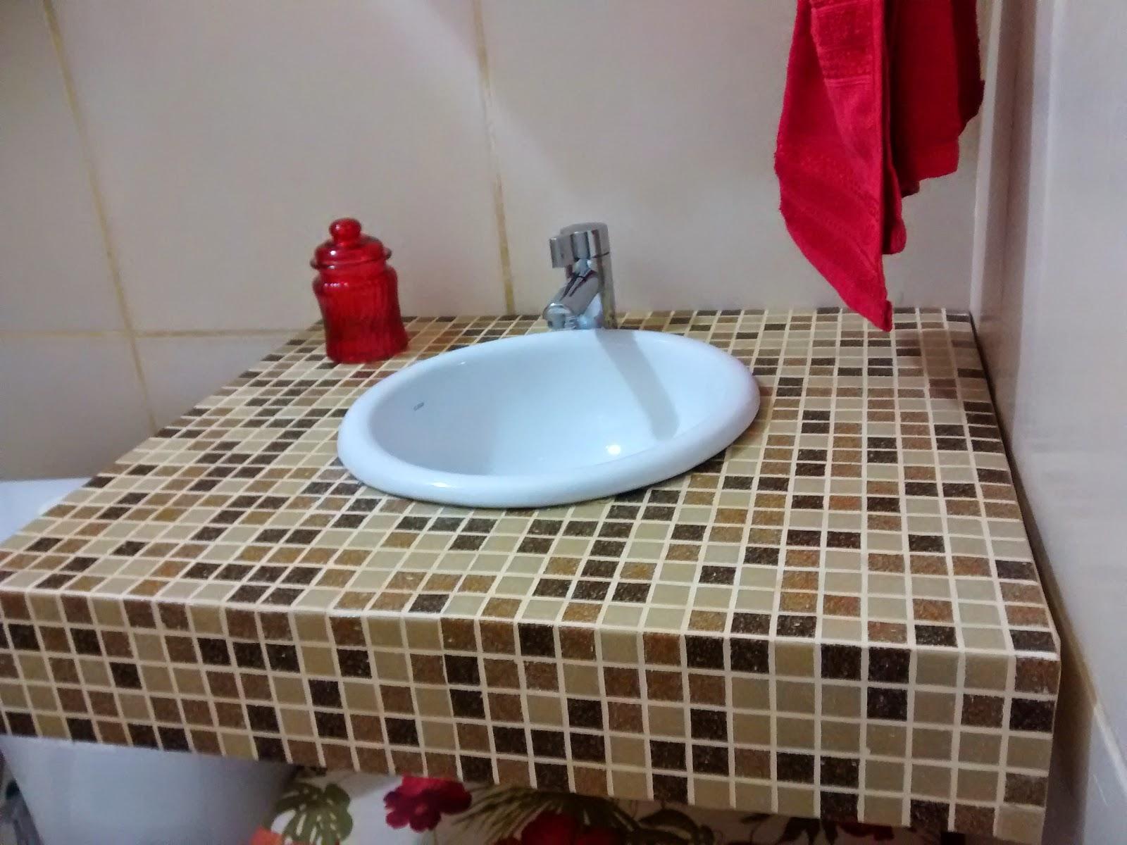 Artes de casa: Uma bancada nova para um velho banheiro!! #6F302E 1600 1200