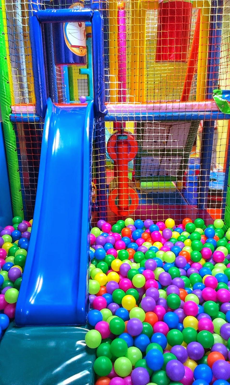 El baobab de mis principitos la piscina de bolas for Bolas piscinas infantiles