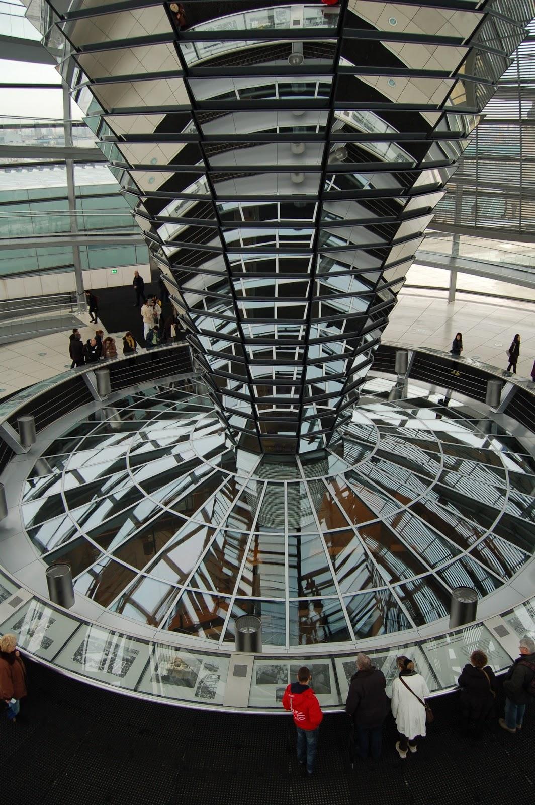 Bundestag w Reichstagu czyli siedziba niemieckiego parlamentu … BERLIN