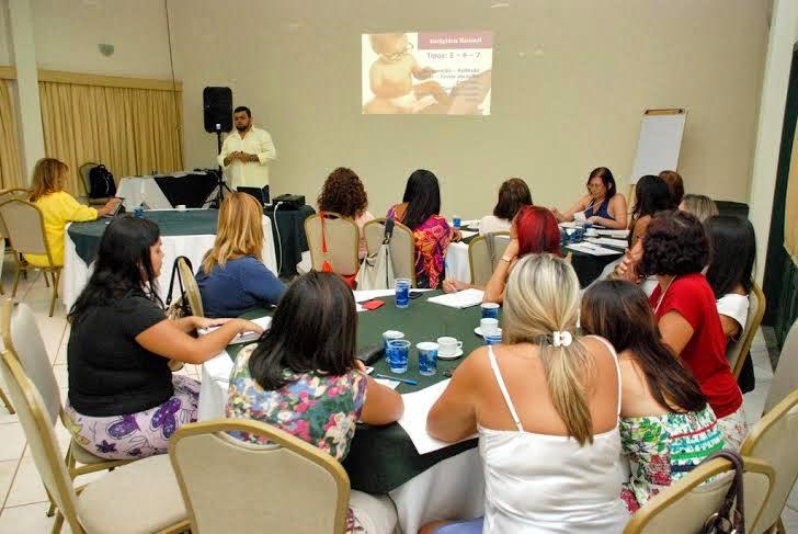 Profissionais das áreas humanas participam de workshop que estimula autoconhecimento