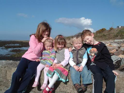 Dating The Photos Donegal_Ireland_Easter_2007_Madeleine_McCann_with_Siblings_and_cousins