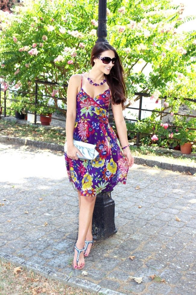 outfit: Purple bouquet. Best summer looks. Oriflame jewelry. Purple floral dress. Purple jewelry.