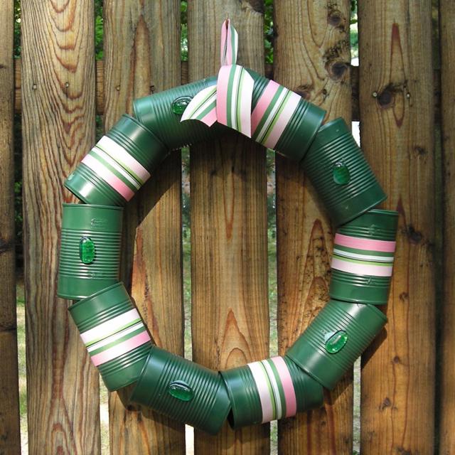 Guirlandas de Natal feitas de latinhas