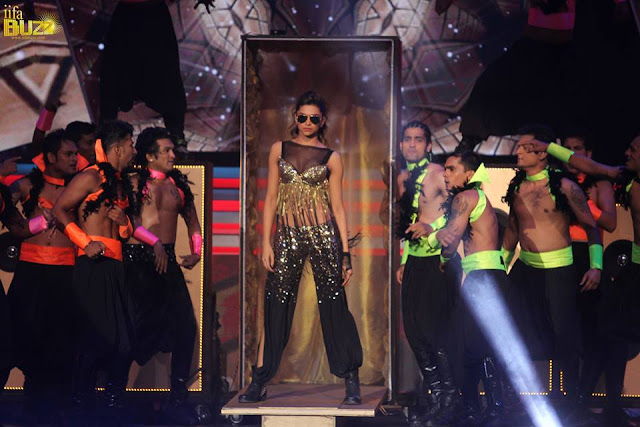 Deepika Padukone in IIFA Awards 2013 – Dance Performance