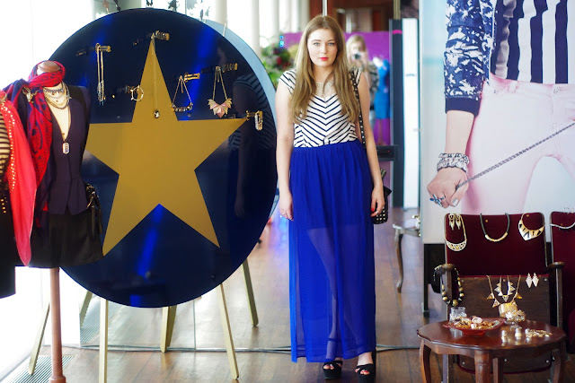 maxi dress, skirt, blue, showroom, press day, clutch, Necklace, cross, Kreuz, gold, earrrings, ring, Kette, Ohrringe, chain, triangle, edgy, spikes, hipster, blogger