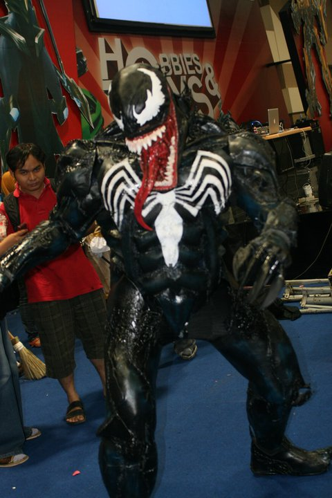 venom+costume+action4.jpg
