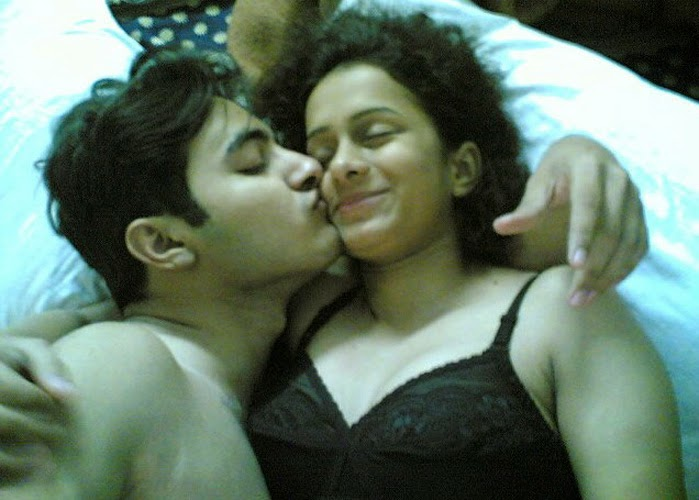 Desi Couple Hot Kissing Photo