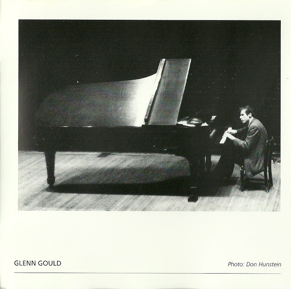http://2.bp.blogspot.com/-lDd_DYEjxmg/TiX_x0BL-YI/AAAAAAAALYM/cfzRMEgGi7k/s1600/Bach+-+Glenn+Gould+-+Variaciones+Goldberg+-+1955+-+Foto+2.jpg
