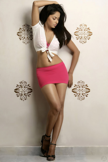 Anu Poorva hot navel show stills