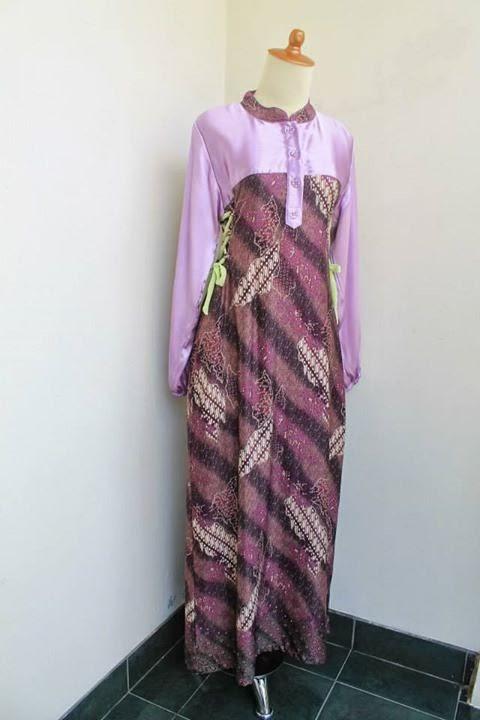 gamis batik semi sutra warna ungu kombinasi satin halus warna ungu muda dan tambahan tali dengan sifon warna hijau muda