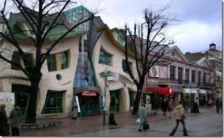 Casa distorcida - ou será a visão?!!