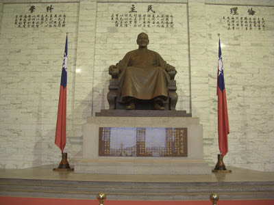 J.K. Baltzersen: Chiang Kai-shek statue at his memorial hall in Taipei