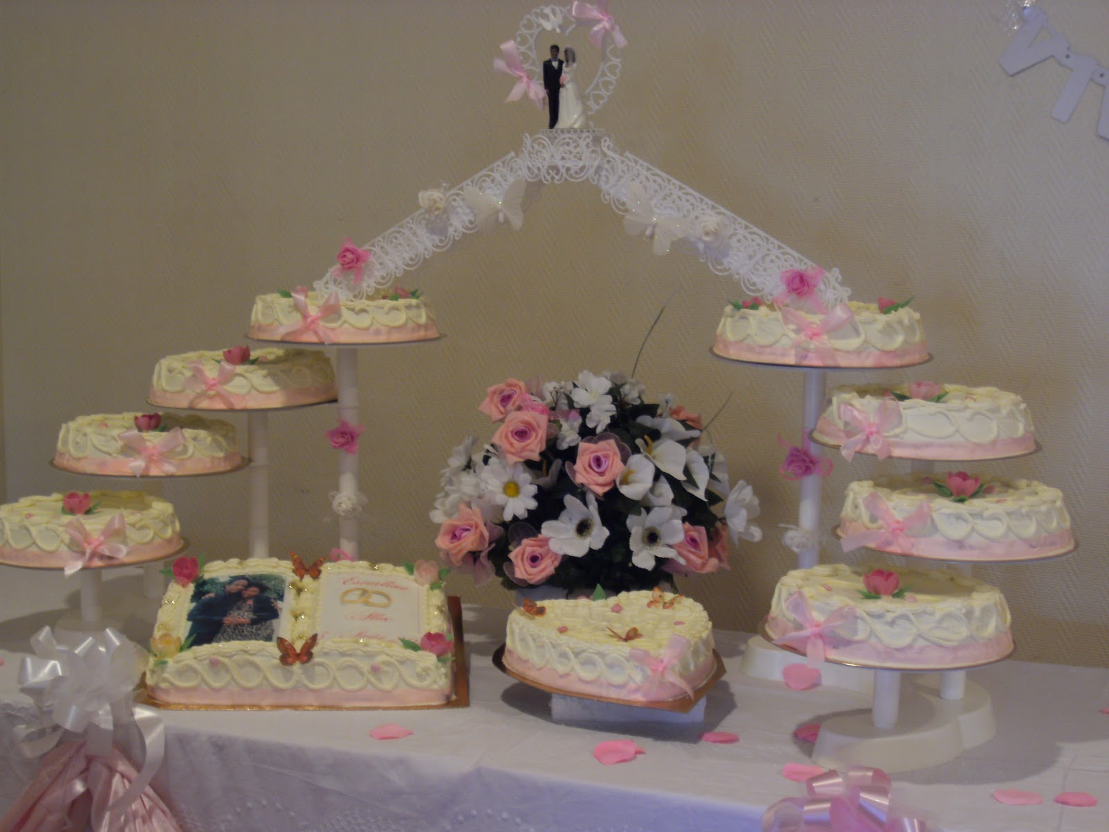la p tisserie de brunette pi ce mont e mariage rose blanc. Black Bedroom Furniture Sets. Home Design Ideas