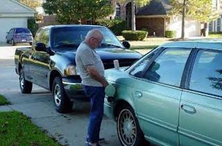 smešne slike: deda puni goriva