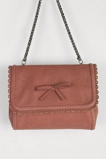 UO, Urban Outfitters, Kimchi, dusty pink purse, bag, satchel, chain link, scallop edge, brown tone, pretty, girly, cute