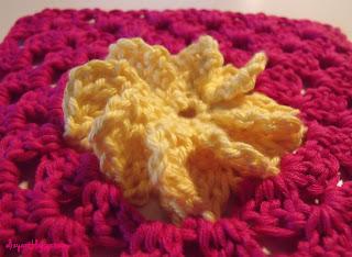 http://elizyart.blogspot.com.es/2013/02/beautiful-blogger-blanket.html