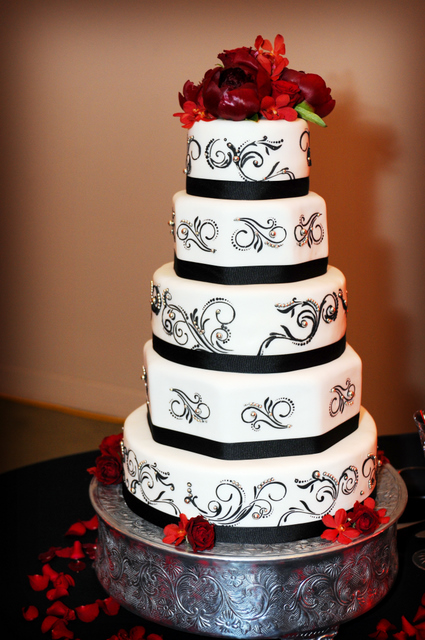 White Rose Bakery: Beautiful Black, White and Silver Wedding Cake