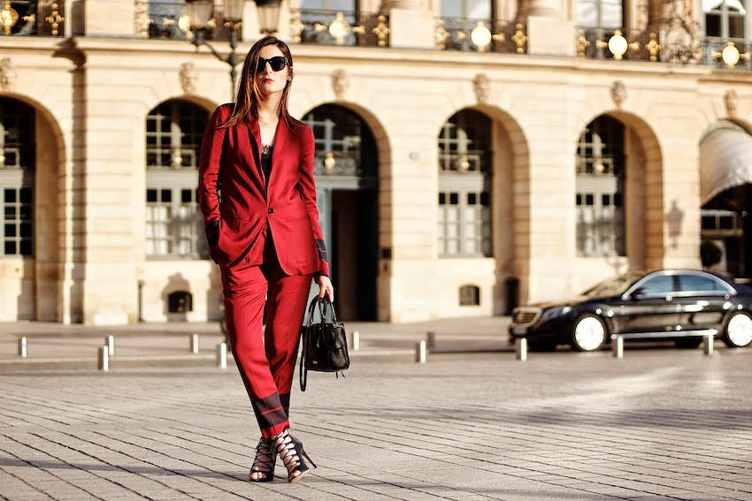 chic red outfit idea