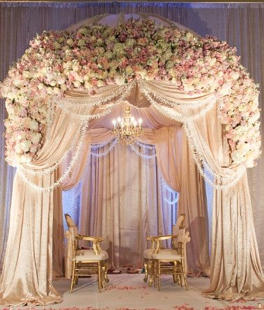 Hitched wedding planners singapore 17 lavish wedding for Canape decoration