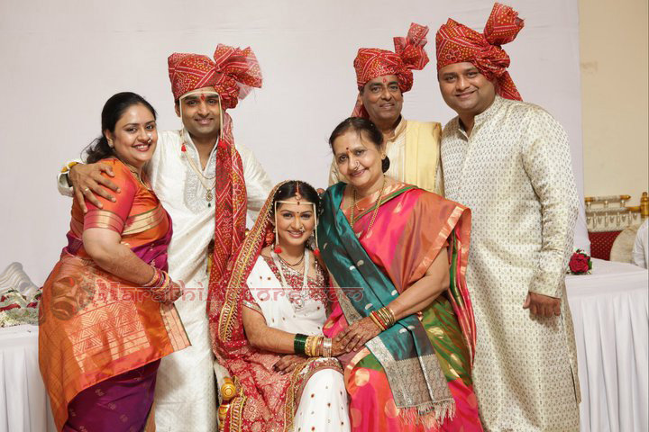 marathi actor and actress: Sameera Gujar wedding photos