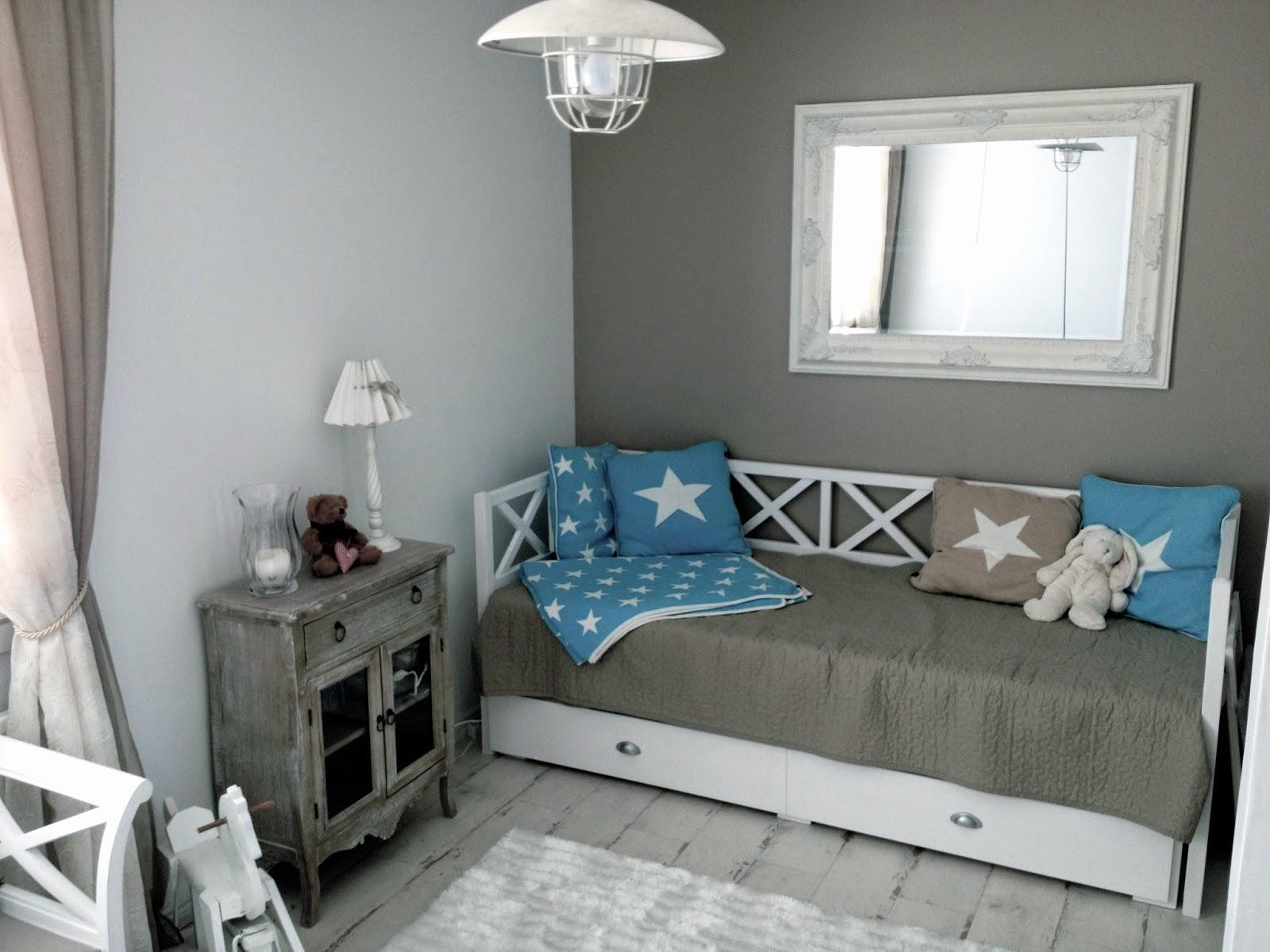 puinen levitettävä sänky