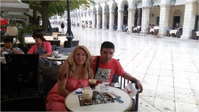 Coffee time στην Κέρκυρα - Μαρία και Θανάσης.