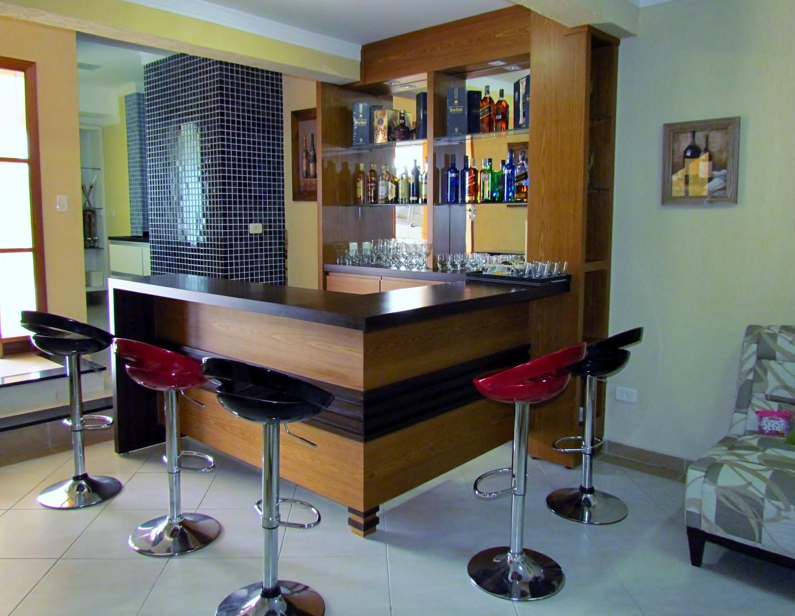 CASA DA MADEIRA Móveis Planejados (19) 3269 6166: Bares #683F26 1600x1239 Banheiro Acoplado Closet