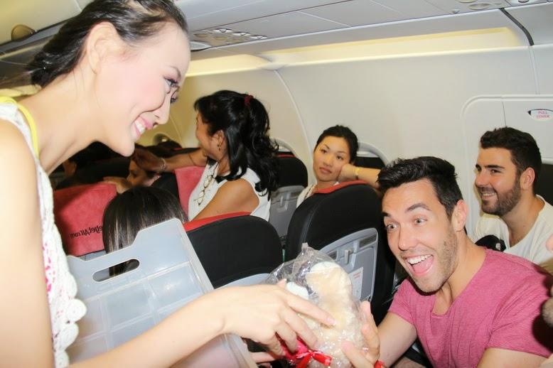Terbang Dengan Vietjet Air Bonus Pramugari Berbikini