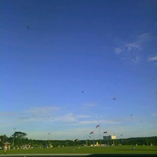 Indahnya - Langit Yang Biru - Bagus Untuk Bermain Layang-layang!