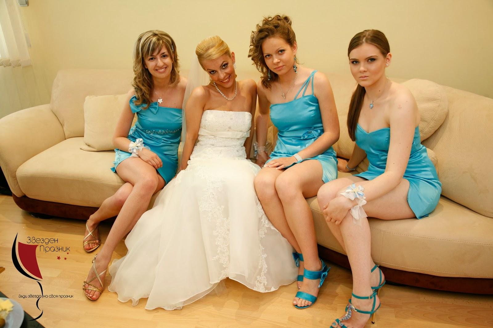 шаферки със светло сини рокли