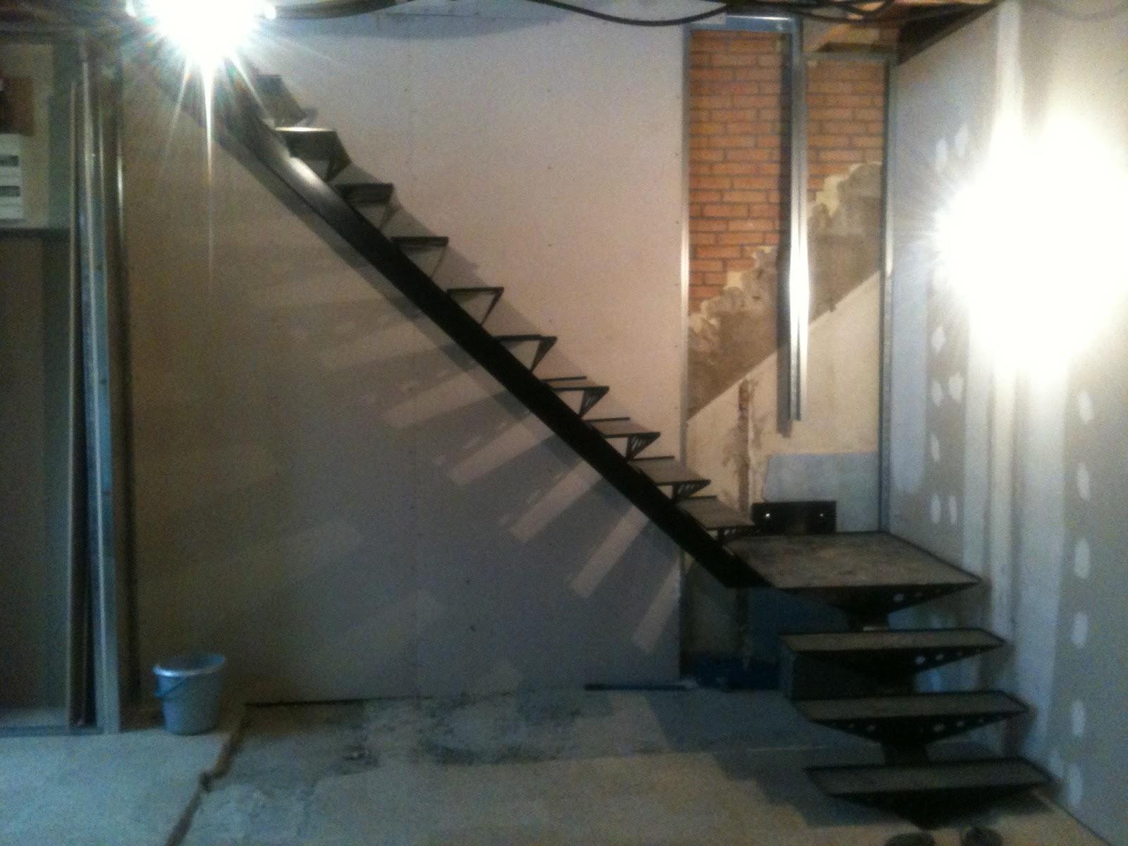Toto r alisation escalier limon central 1 4 tournant - Escalier acier limon central ...