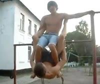 Dos tontos en el parque