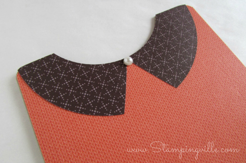 Sweater card collar detail with pearl