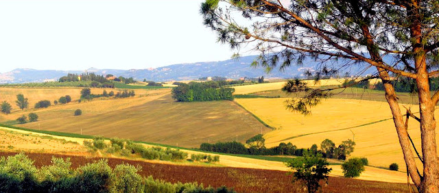 Benvenuti  or Welcome to Arte Umbria—an artistic retreat amid scenic splendor in the Umbrian countryside of Italy. Photo: WikiMedia.org.