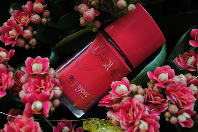 Bourjois z serii La Lacque Flambant rose