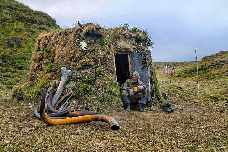 Extraction of Mammoth tusks in Siberia