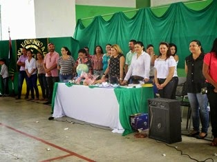 AMPARO: Recepção da Direção do Colégio Ildefonso A. da Silva no 1º dia de Aula