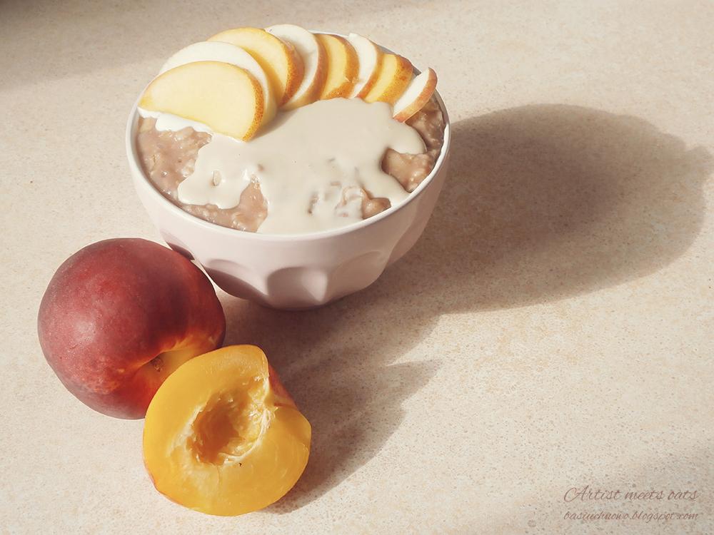 czekoladowa owsianka z jabłkiem i nektarynką