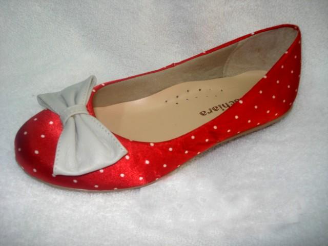 Sapatilha tecido vermelha bolinhas brancas