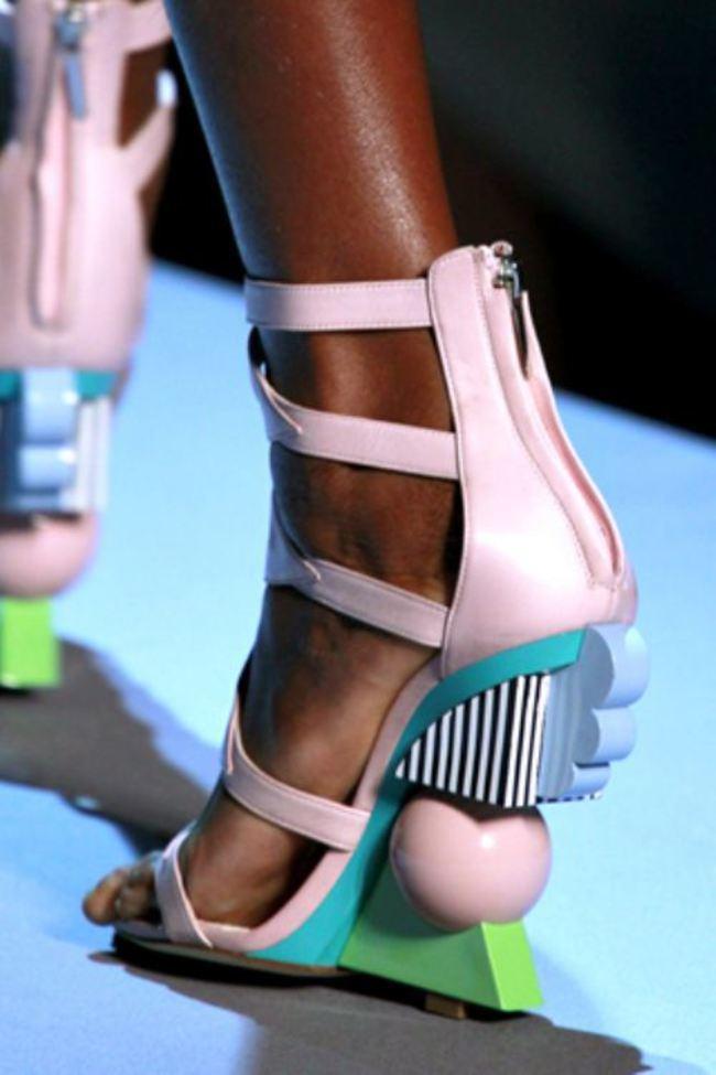 Sapatos bizarros que desafiam o bom gosto de qualquer mulher