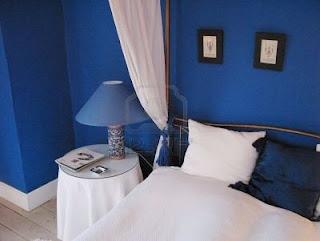Idee casa scegliere il colore delle pareti della camera da letto - Pareti blu camera da letto ...