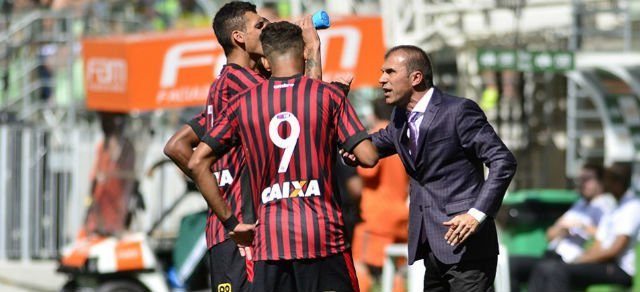 Com Milton Mendes no comando Atlético-PR tentará vencer mais uma fora de casa (Foto: Clube Atlético-PR/Divulgação)