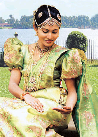 Sri lankan wedding dresses shaadi for Sri lankan wedding dress