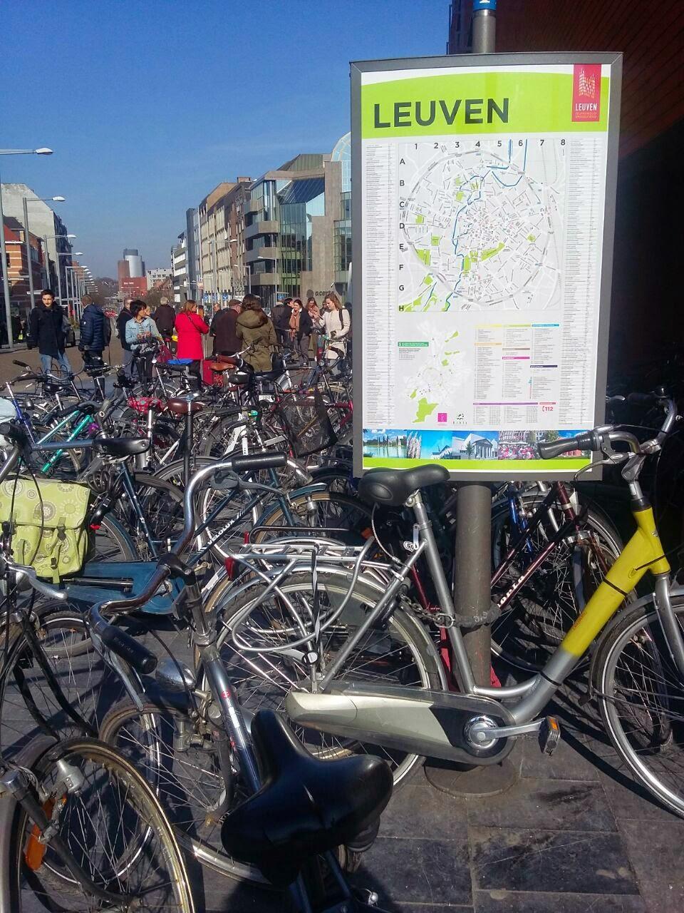 Tempat parkir sepeda disalah satu sudut kota di Belanda dan Leuven Belgia