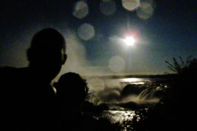 Garganta do Diabo em passeio durante a Lua Cheia nas Cataratas do Iguaçu