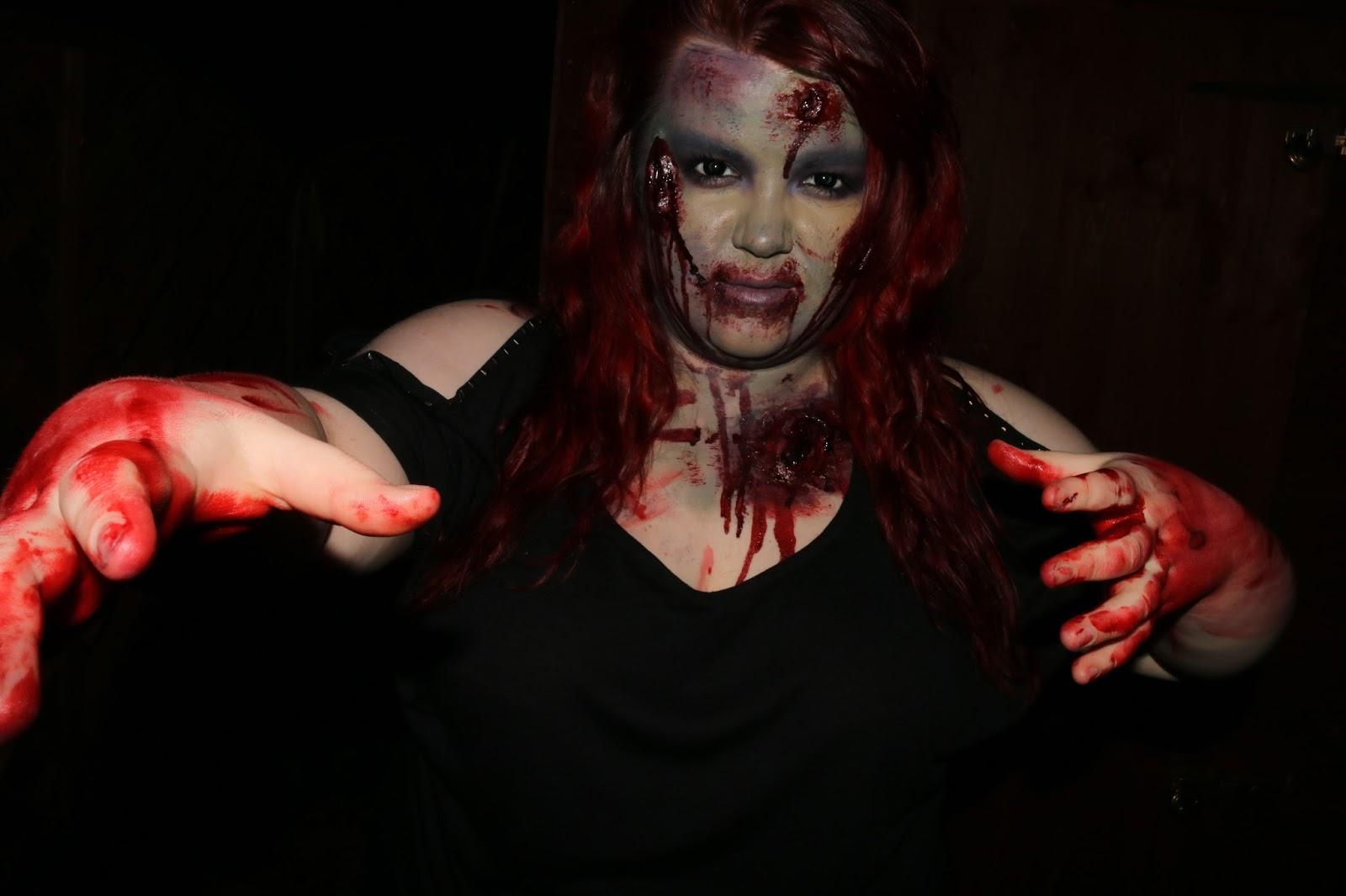 Zombie Halloween Look with Kryolan Zombie Kit!