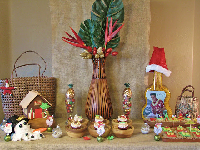 Kara 39 s party ideas mele kalikimaka christmas birthday for Hawaiin decorations
